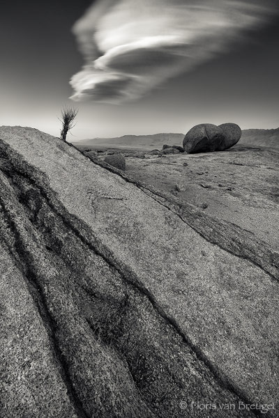 Alien Signals in the Alabama Hills, Owens Valley, California, alien signals, photo