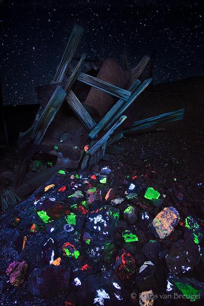 Fluorescent Minerals Mine Tailings, Darwin Mines, California, fluorescent treasures, darwin, scheelite, calcite, fluorit, photo