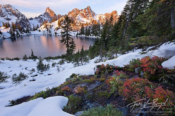 Alpine Lakes Wilderness, Autumn, Snow