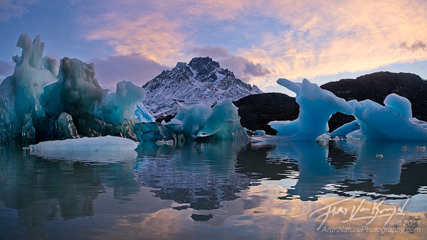 Icebergs on Lago Grey, Torres del Paine, Chile