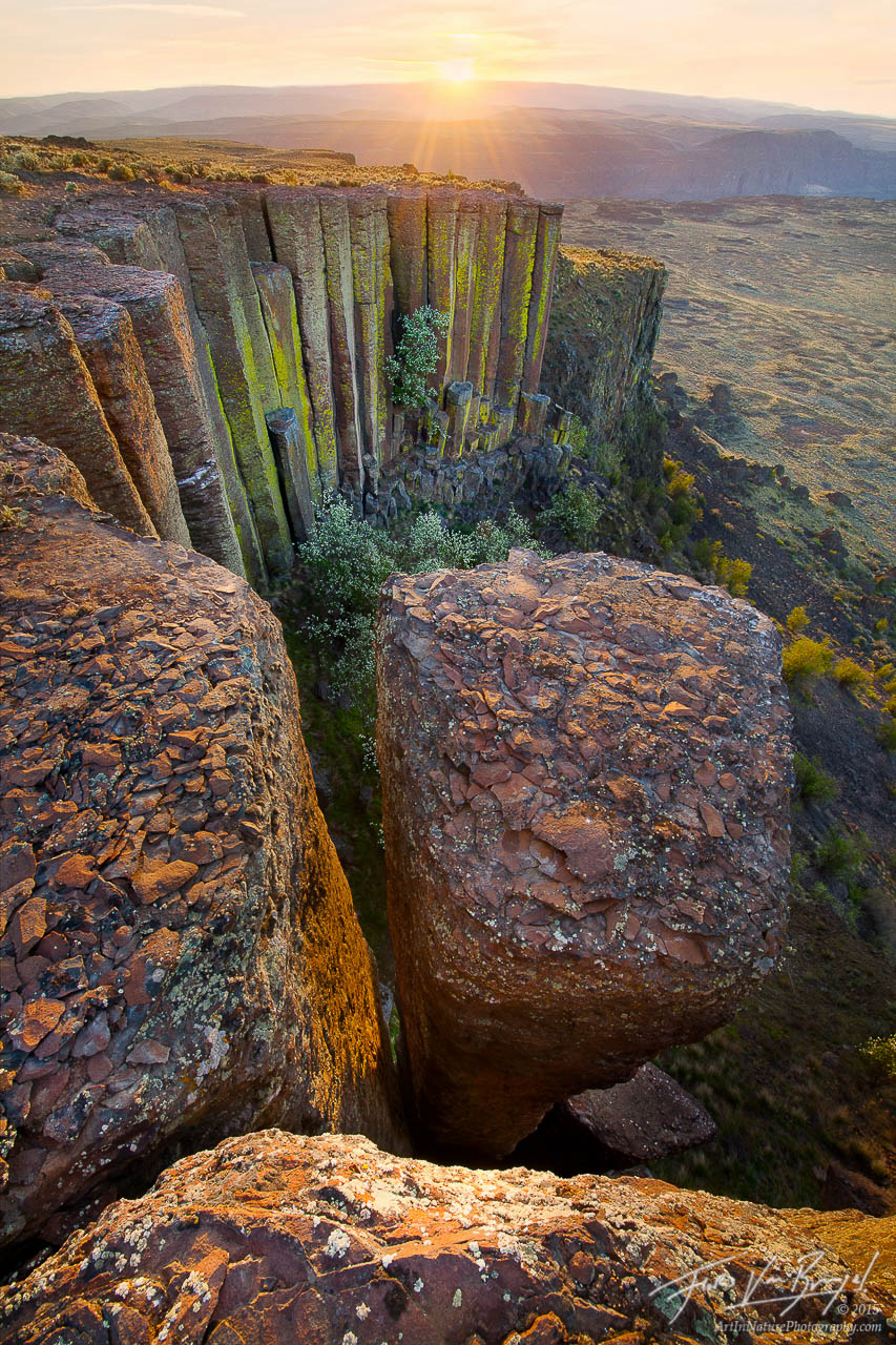 Basalt Columns near Ancient Lakes, Potholes Coulee, Eastern Washington, scablands, photo