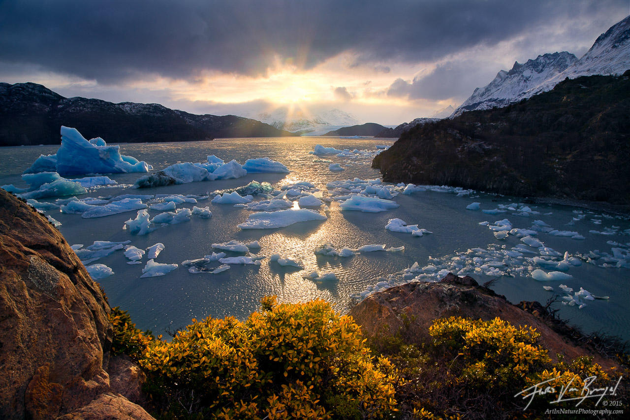 Warm Sun and Icebergs, Lago Grey, Torres del Paine, photo