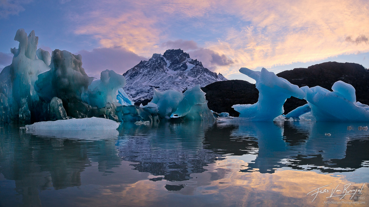 Icebergs on Lago Grey, Torres del Paine, Chile, photo
